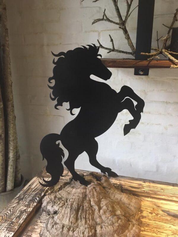 Stejlende hest