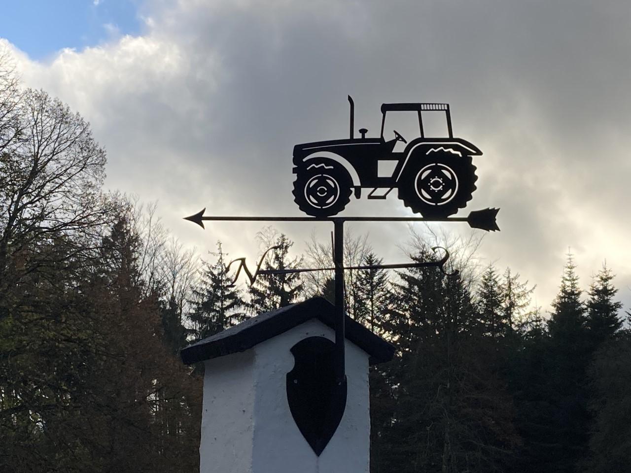 Traktor Velmet 8100