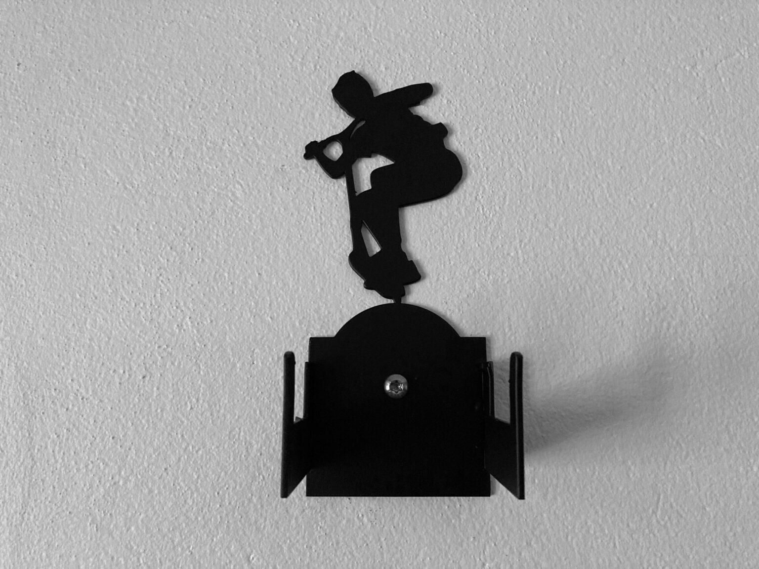 Vægbeslag til skateboard